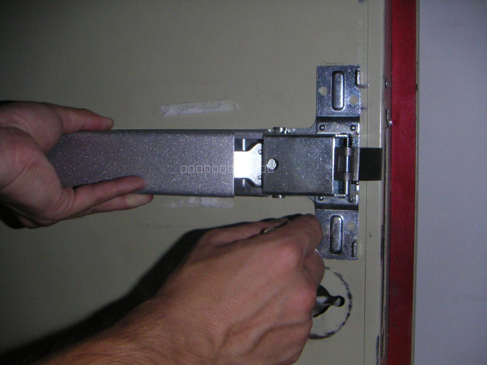 消防联动信号,装在门锁上的语音报警器就会发出