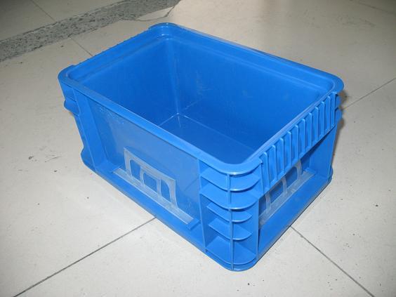 上海嘉玖塑胶制品有限公司,是一家经国家工商局审核批准的一家大型的注塑加工型企业。 公司专业生产各自规格的塑料周转箱、物流箱、塑料箱、汽车物流箱、周转筐、仪表箱、零件盒箱等,集生产加工为一体的生产加工型企业。周转箱物流箱主要为上海通用系列、大众系列、丰田系列、标准物流箱周转箱。有可堆式、可插式、可折叠式、防静电、环保型、加强型,等品种齐全,质量可靠。 塑料件类主要有汽车塑料件、电子钢琴塑料件、塑料面包箱/奶箱、民用家电机壳塑料件、塑料加工礼仪用品系列、居家旅游保温箱塑料制品系列承接国内外客户来图、来样、来模