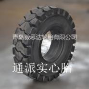 港口叉车实心轮胎图片
