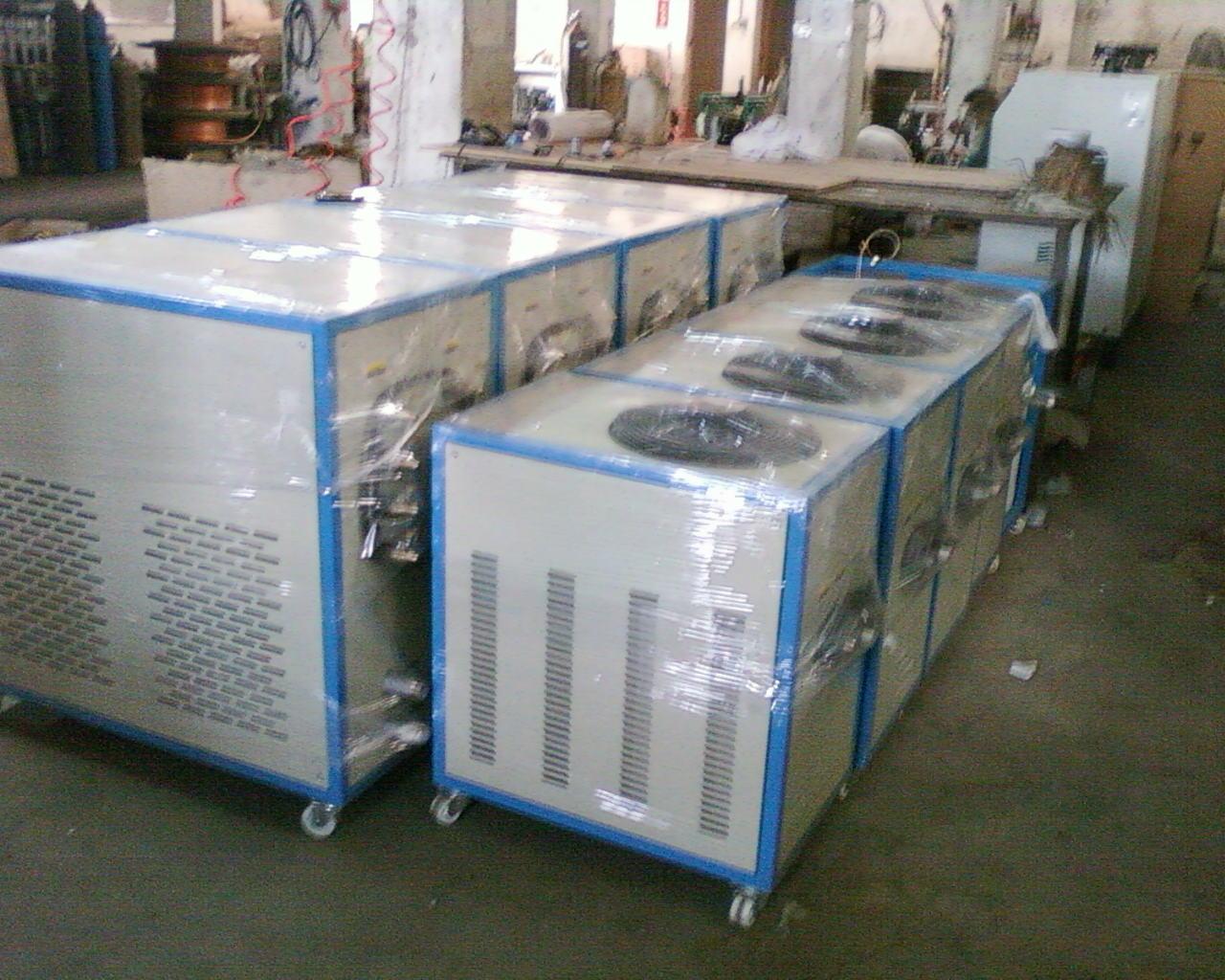 供应湖南冷水机厂家 水箱式蒸发器内置自动补水装置,省去工程安装中的彭胀水箱方便安装及保养,适用于大温差小流量等特殊场合