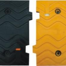 供应橡胶减速带  塑料减速带