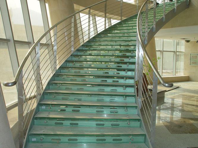 供应用于楼梯的建造q235钢结构室内室外楼梯图片
