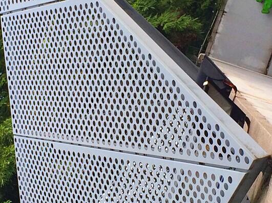 镀锌钢天花吊顶厂渐变孔镀锌钢天花引领时尚