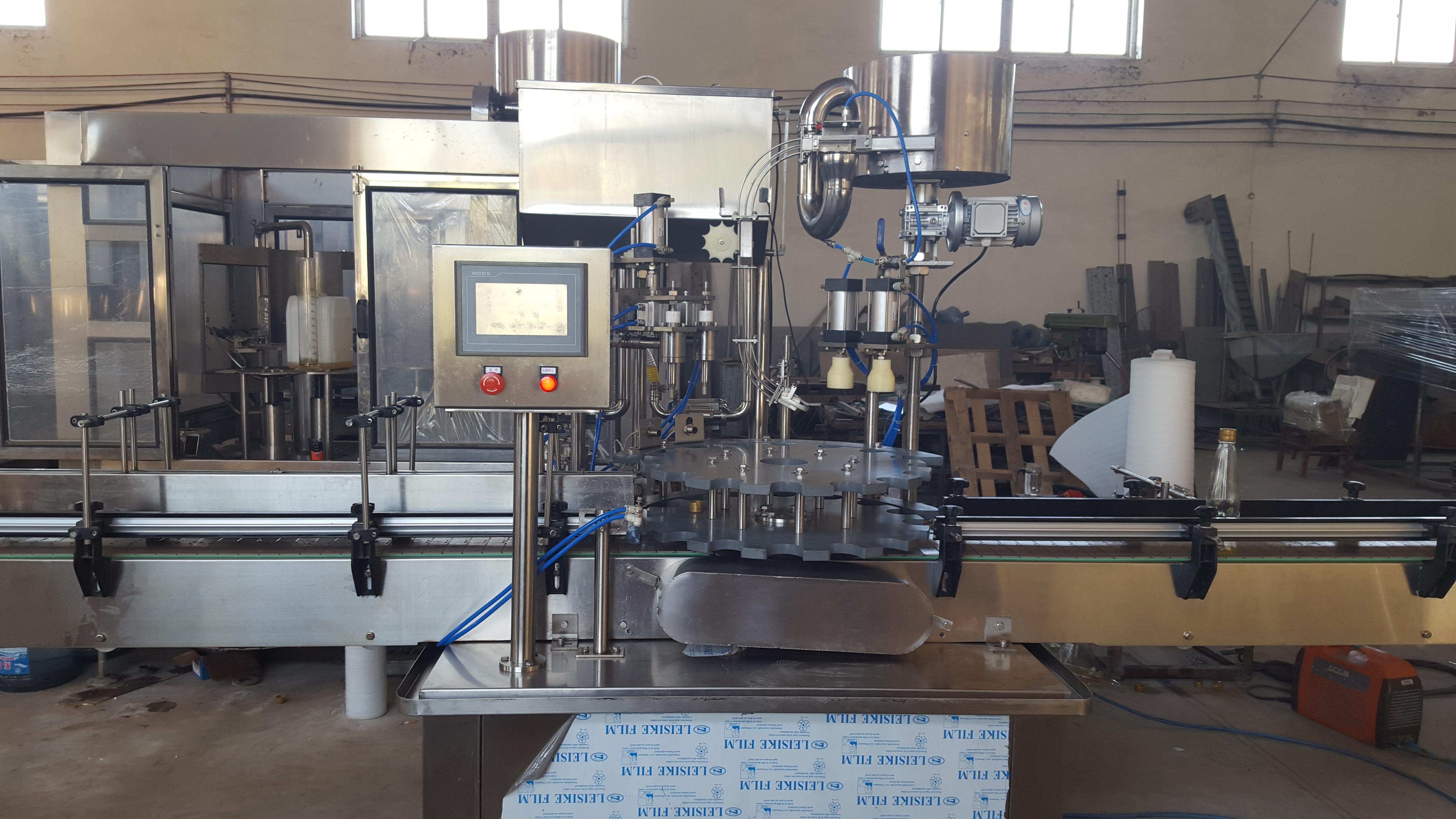 供应聚酯瓶玻璃瓶食用油(香油)灌装封口二合一灌装系统