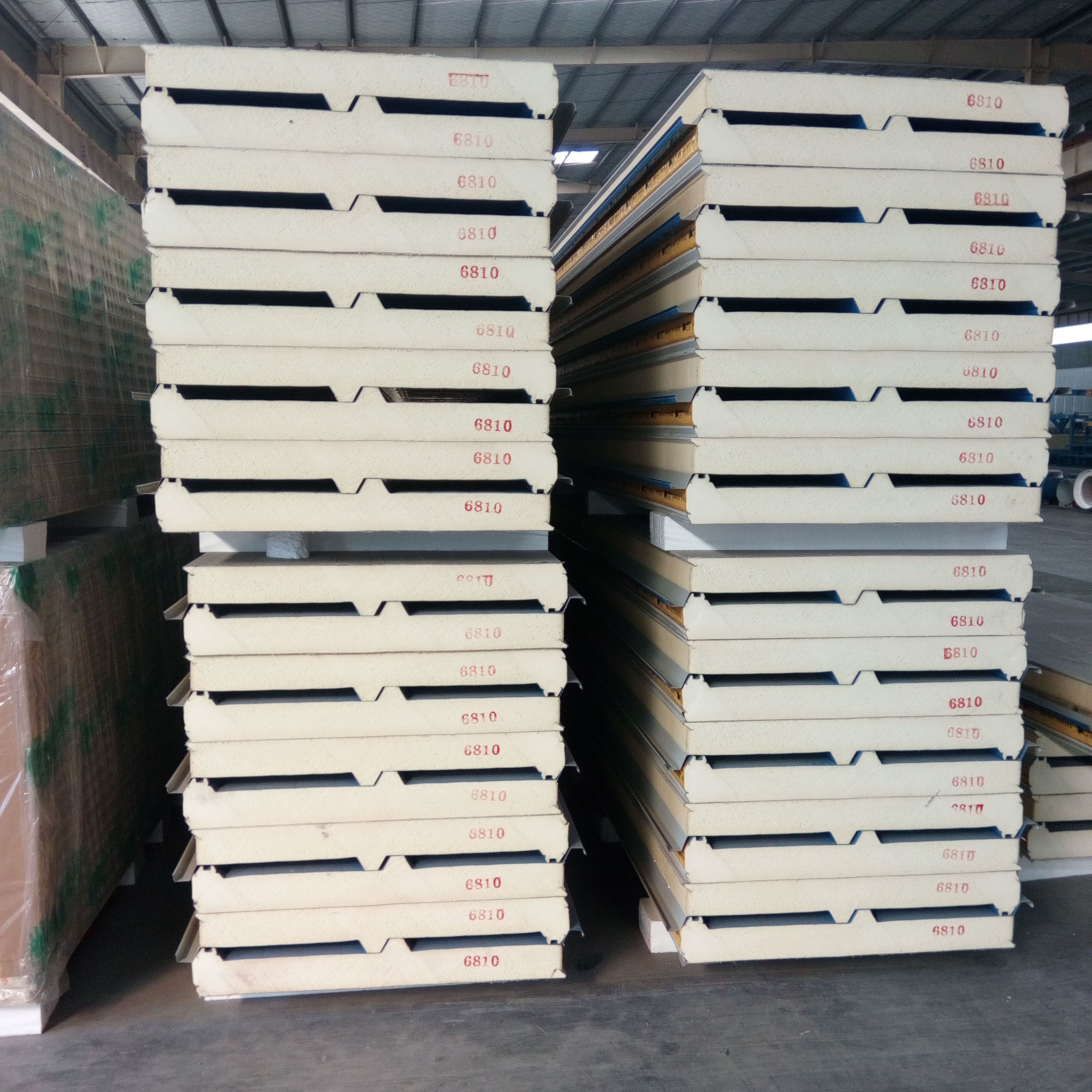 供应用于现代厂房 办公楼 钢结构房屋的青岛高性价比PU聚氨酯复合板