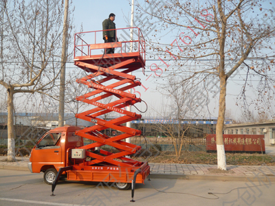 车载剪叉式液压升降机,车载式升降平台,车载式升降货梯