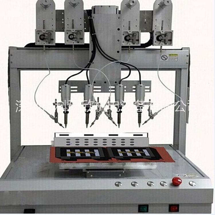 四轴联动可以适合不同焊点的焊接,烙铁头自动旋转,适合不同角度焊锡  四个焊接头可同时焊接,焊接效率提升四倍  可预存1000组焊锡程序,数据接口可与生产线联动运行  宽范围自动送丝系统,可适用0.6-1.2mm焊锡丝  配备大屏幕液晶显示编程器,中文界面操作更直观  德国weller大功率发热芯,更迅速的回温,焊接质量更稳定