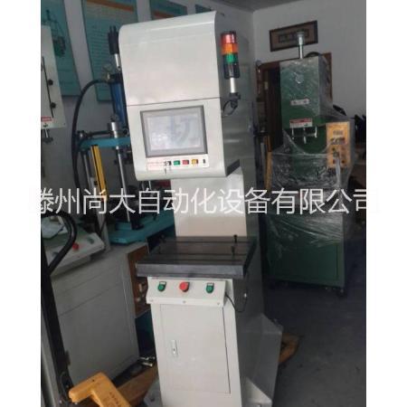 供应用于油缸的小型单臂液压机图片