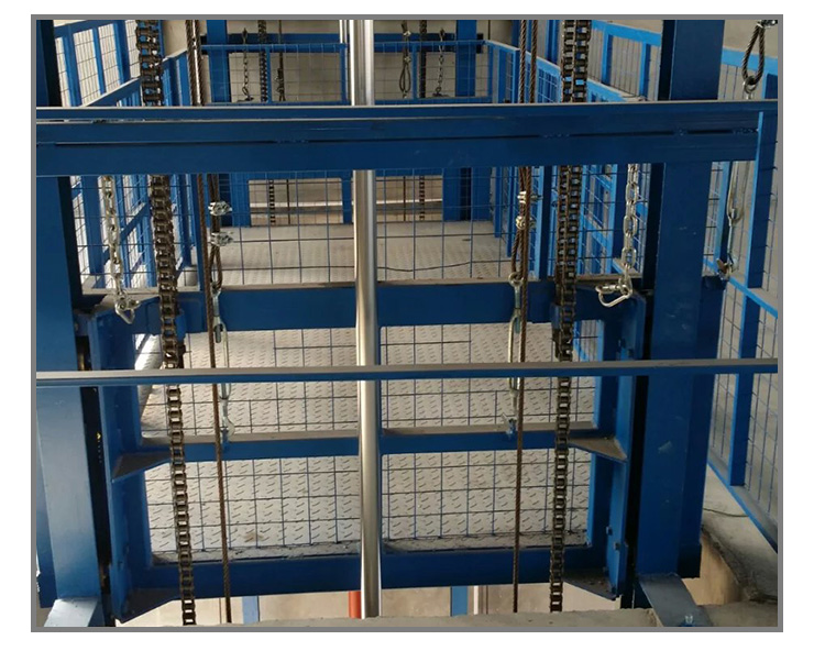 导轨式液压升降平台 主要用于工作层间货物上下运送,立体车库和地下车库二、三层高楼间等无法开挖地坑的场所。顶层高度达不到使用要求的场合或比较难解决的狭小空间,我们将竭尽全力为您量身打造高效率的送货平台,产品液压系统设置防坠、上下层门互动连锁,各楼层和升降工作台均可设置操做按钮,实现多点控制、产品结构坚固,承载量大,升降平稳安装维护简单方便,是经济实用的低楼层之间替代电梯的理想货物运输设备、根据升降台的安装环境和实用要求,选择不同的可选配置,可取得更好的实用效果,本产品主要应用于化工、高温、电压、电厂、核