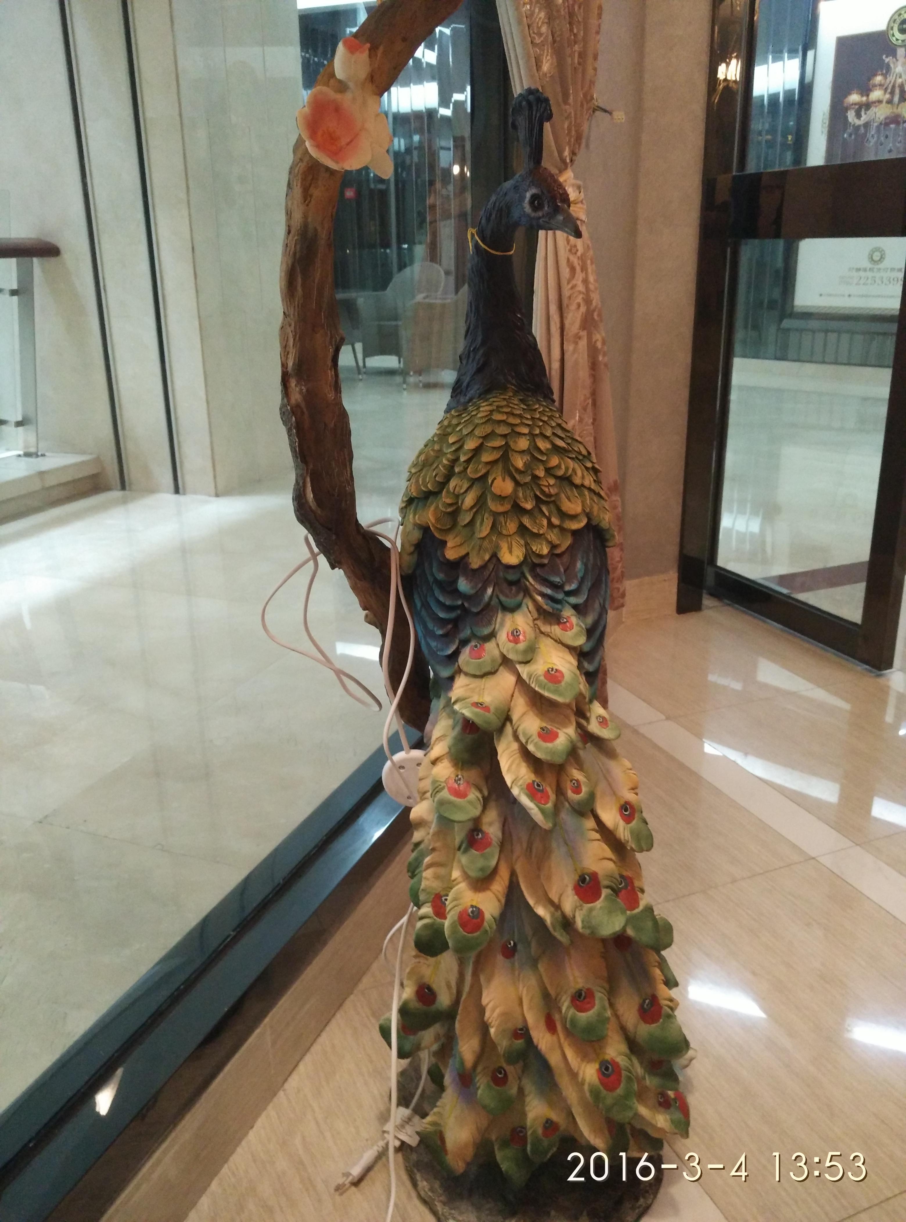 供应中式雕刻树脂孔雀风水摆件落地灯 中式落地灯雕刻树脂孔雀风水摆件