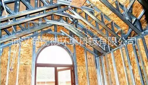 轻钢结构房屋外墙体隔声量大于55分贝,室内隔墙根据需要可以采取不同