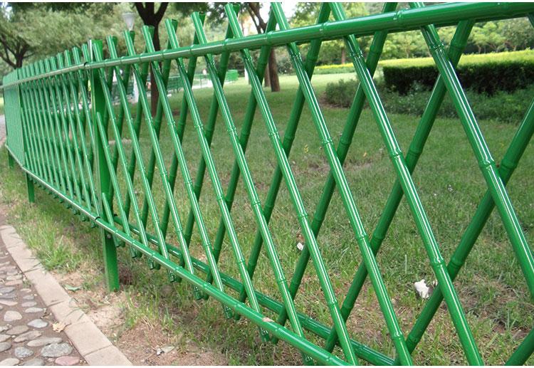 仿竹篱笆采用巧妙的设计结构,提高的篱笆的强度.
