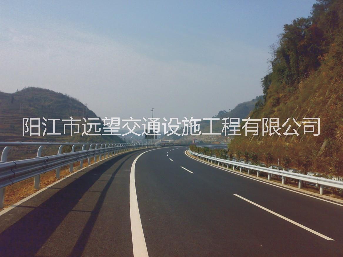 防撞护栏 波形护栏厂家 防撞护栏安装 鹤山高速公路波形护栏生产