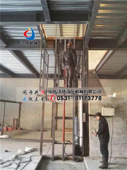 供应南通济成单臂导轨式货梯1-3电动升降机