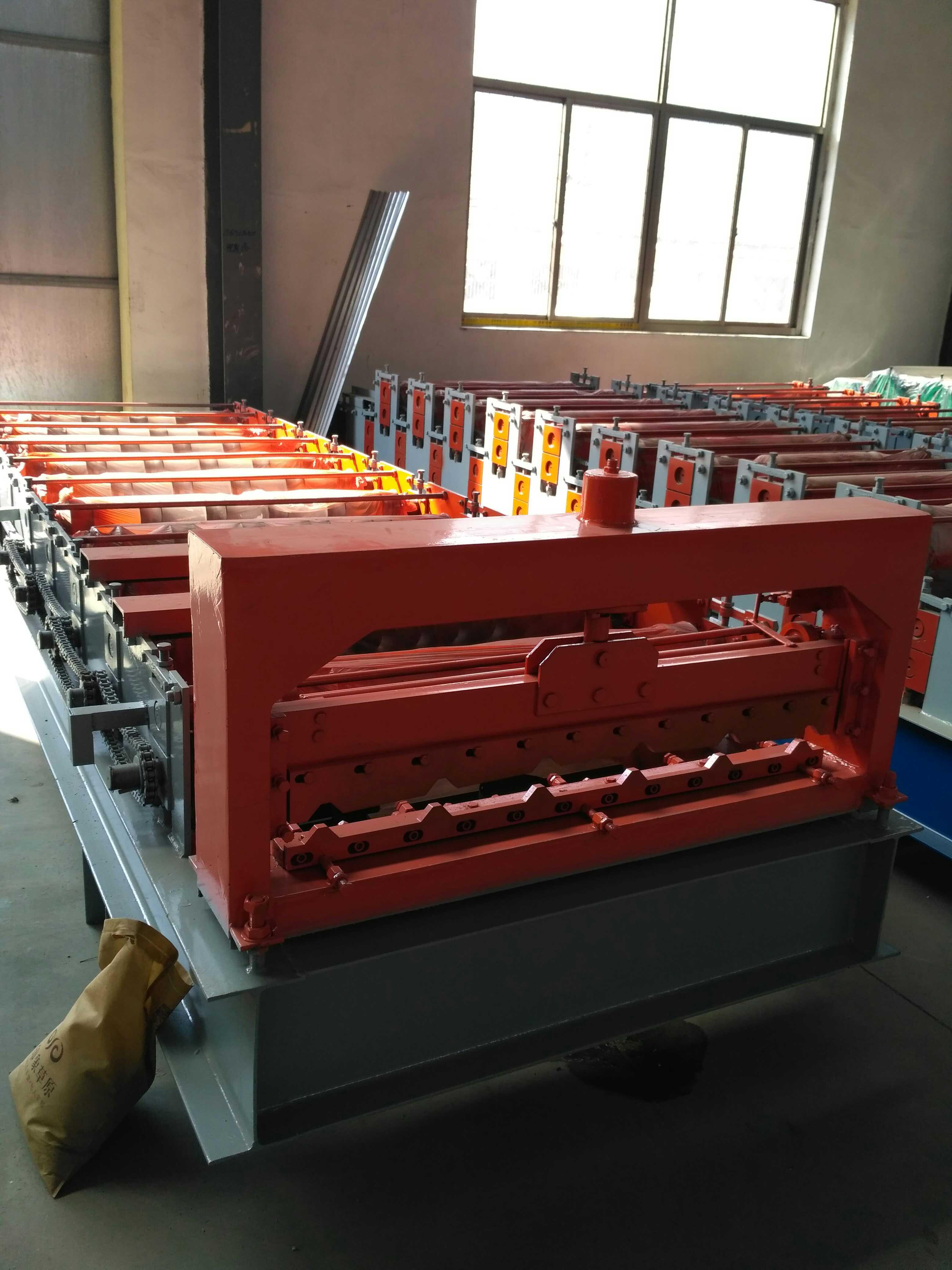 厂家供应聚英840型彩钢压瓦机