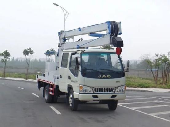 启运热销北京市 曲臂式升降机 折臂式升降机 柴油机升降机 电瓶曲臂式升降平台  可定制
