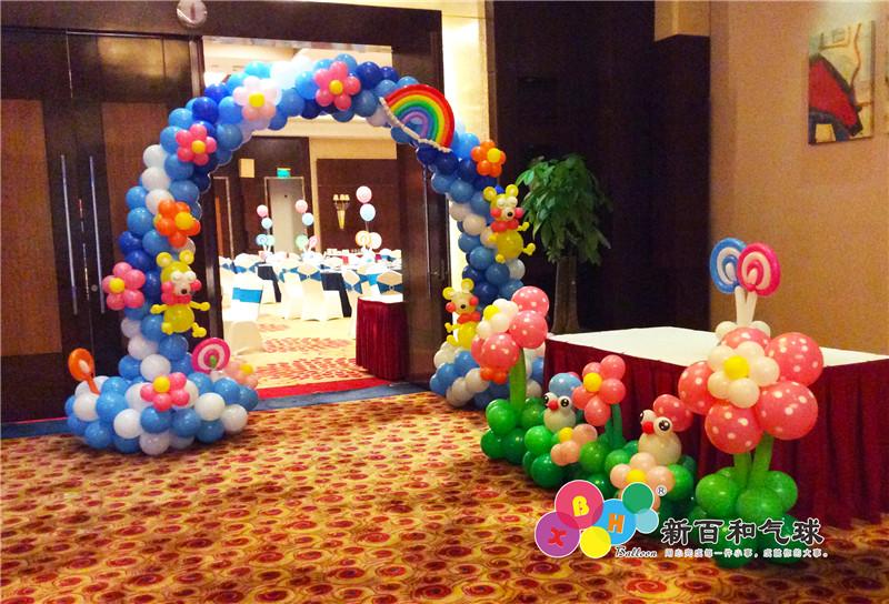 南宁酒店包间满月酒布置、日百宴策划、周岁宝宝宴气球装饰服务品牌-广西新百和气球 日百宴策划