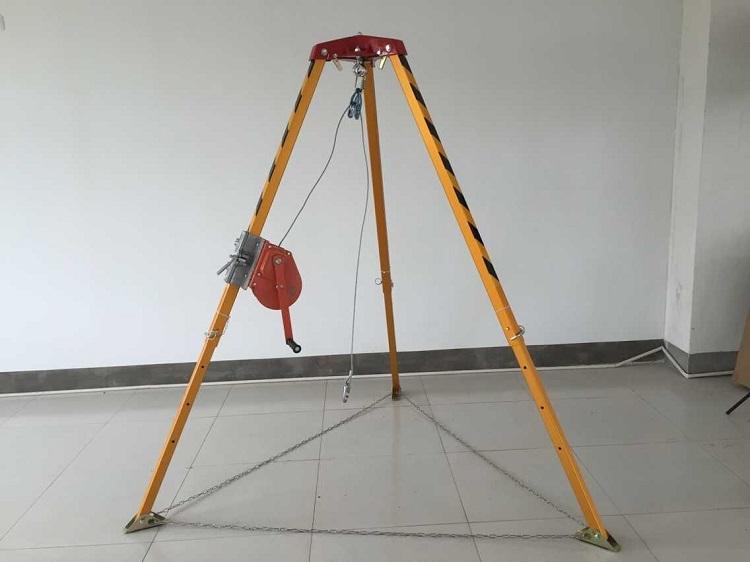 救援三脚架的使用方法