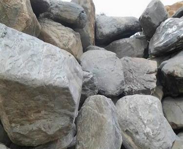 火爆大量供应青石青花石 广东青黑山石 打造自然之景常用石