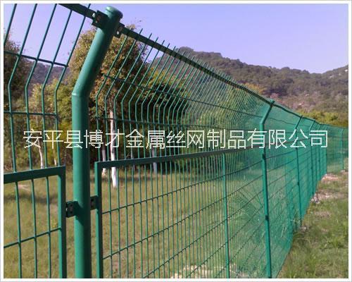 哈尔滨围栏网厂家、哪里有卖圈地围栏网的厂家?铁丝围栏网批发