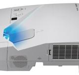NEC UM361X+投影机  配合白板使用3600流明3D无线短焦投影仪
