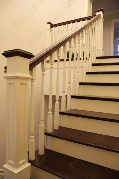 楼梯平台转角利用_橡木美式楼梯转角大方柱_经典楼梯造型