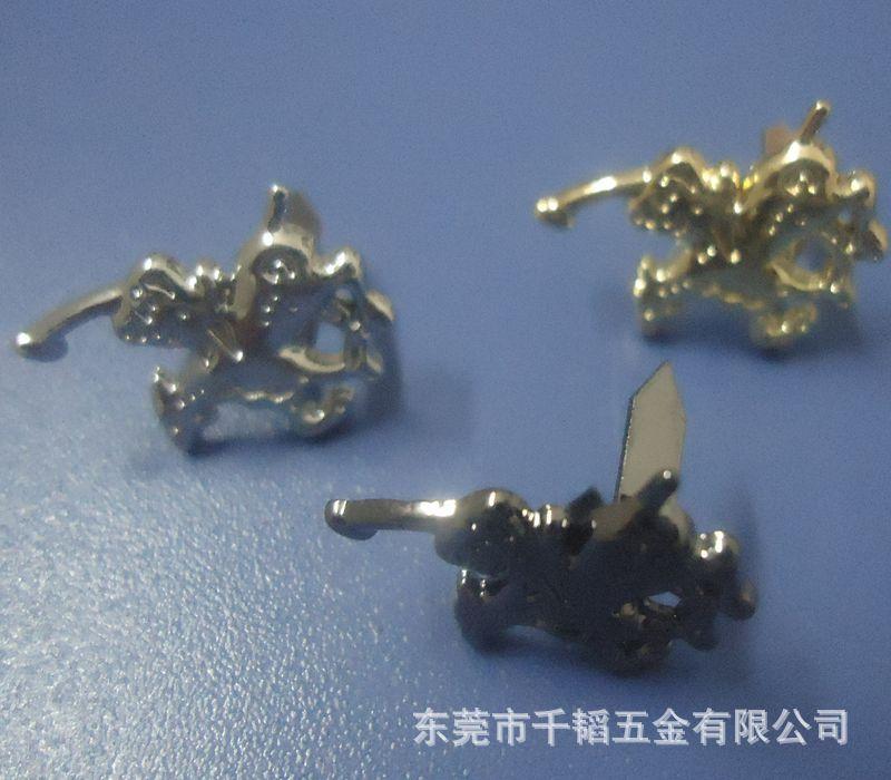 小饰品压铸件图片