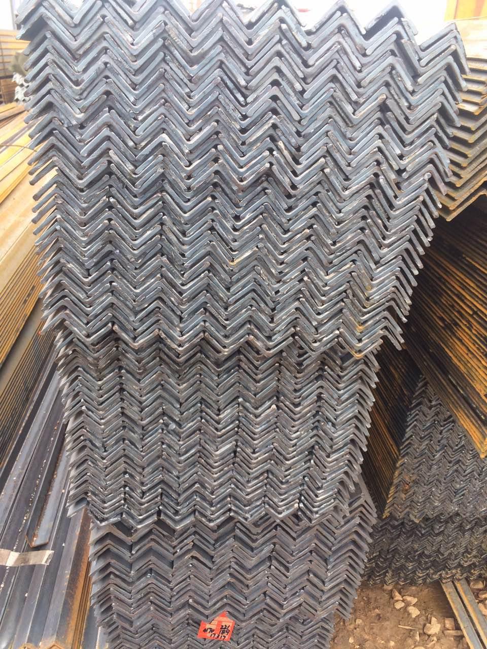 云南角钢、、、云南批发角钢、、云南钢材批发