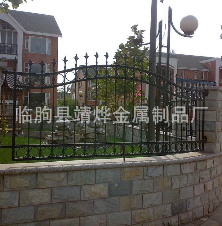 供应别墅庭院防护围栏、临朐防护防盗铁栅栏、铁艺护栏厂家批发