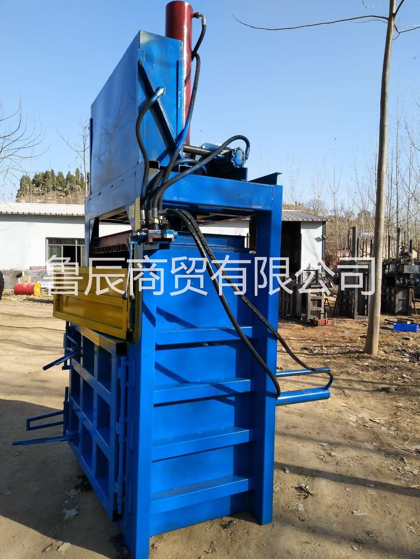 塑料瓶压缩机 鲁辰液压打包机厂家 立式20吨压块机多少钱一台