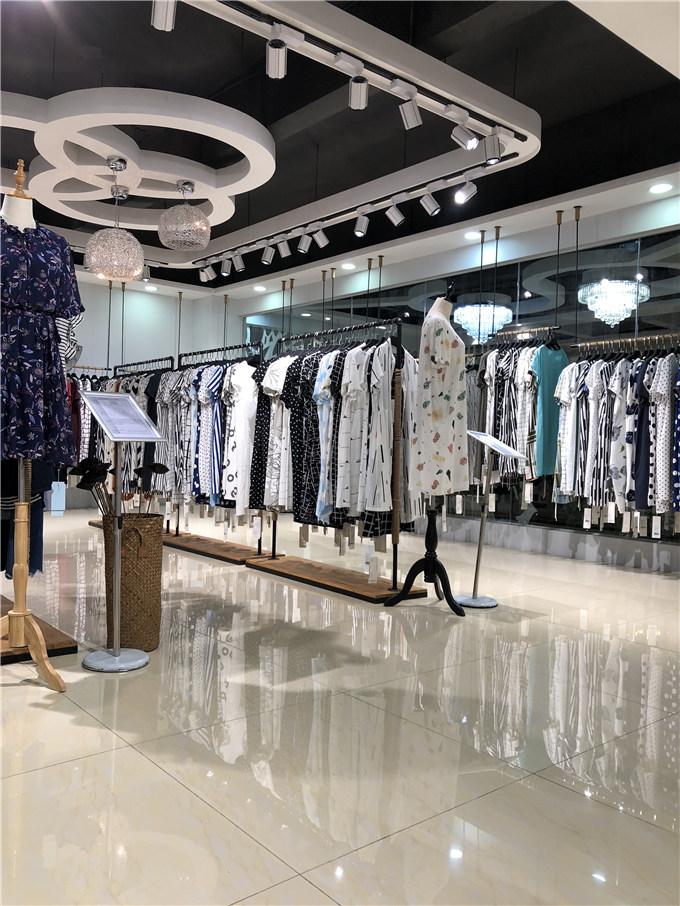 供应人头鸟羊绒太平鸟女装秋装剪标哪里可以批发尾货服装品牌连衣裙