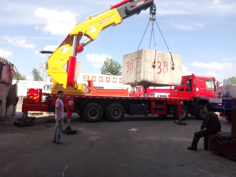 重汽豪沃90吨随车吊厂家价格