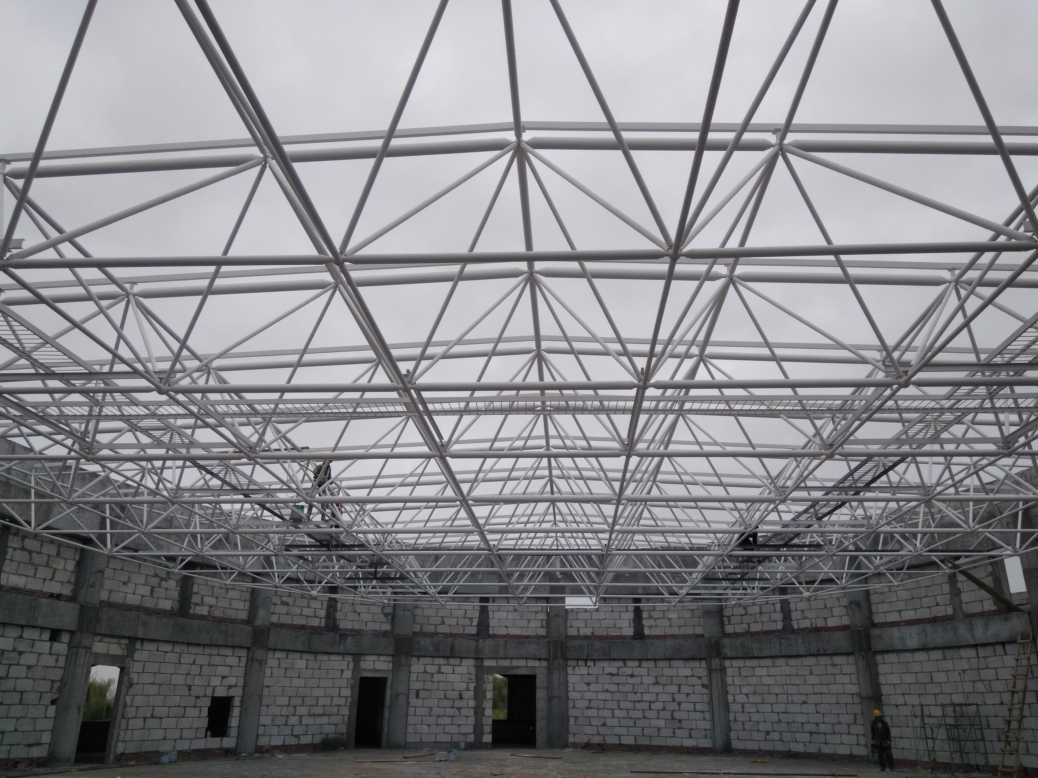 新疆乌鲁木齐钢结构网架管桁架加工厂喀什网架生产厂家和田网架铝镁锰板金属屋面