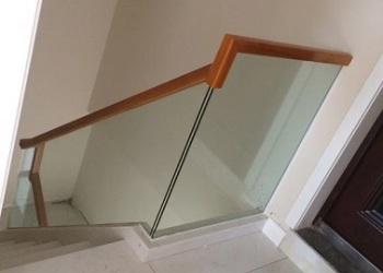 钢化玻璃楼梯图片