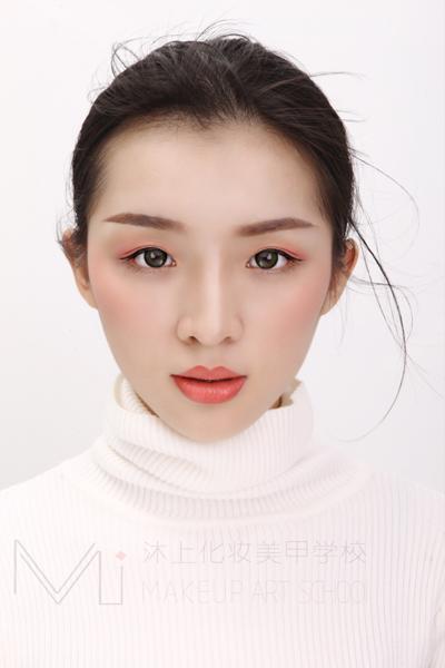 厦门沐上化妆美甲学校  时尚杂志大片