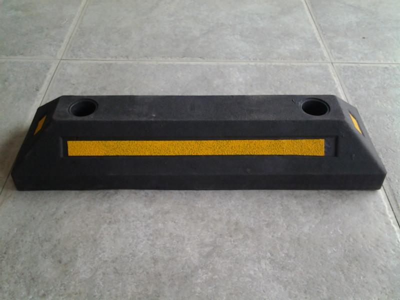 供应东城优质定位器 车轮定位器  小区专用橡胶定位器 特价直销