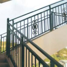 沧州锌钢靠墙扶手,烤漆楼梯栏杆,锌钢露台围栏,楼梯仿木纹扶手免焊接的组装式设计,安装快捷简单批发