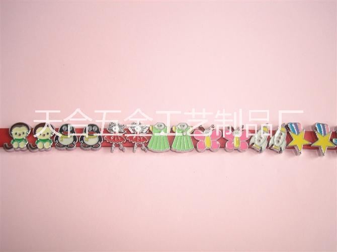 字母饰品批发生产商批发报价表    字母饰品批发供应商公司价格