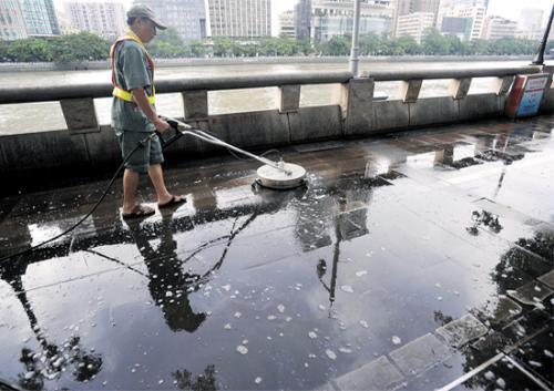 安顺路面清洗公司 路面油渍清洁 路面冲洗清扫 马路上的油怎么清洗 安顺路面清洗服务电话