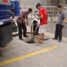 武汉江汉区抽粪吸污化粪池清理公司图片