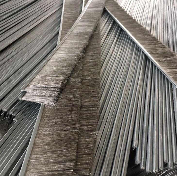 厂家直销钢丝不锈钢丝各类条刷 工业防尘密封铁皮毛刷条可定制