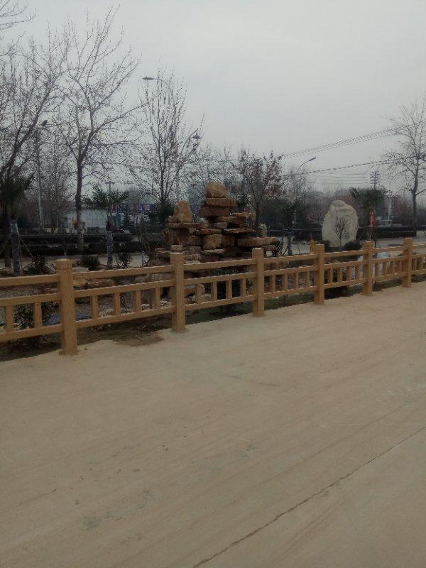 厂家出售仿木护栏 园林景观水泥混凝土护栏 河道仿木栏杆款式新