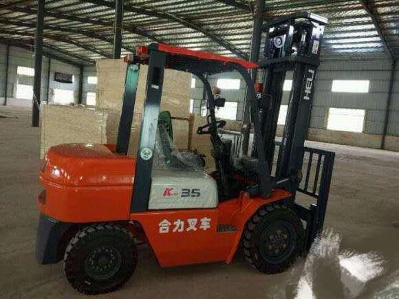 北京二手4吨叉车急售厂家直销电话   九成新合力牌二手4吨叉车低价转让