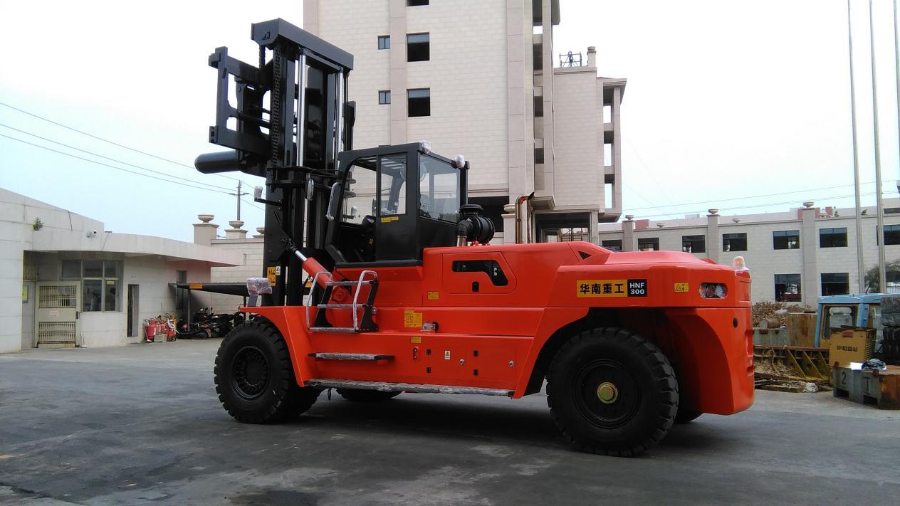 华南重工30吨叉车 华南重工30吨叉车多少钱一辆 30吨叉车厂家直销  30吨叉车批发商
