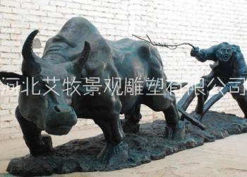 铸铜牛耕田雕塑图片