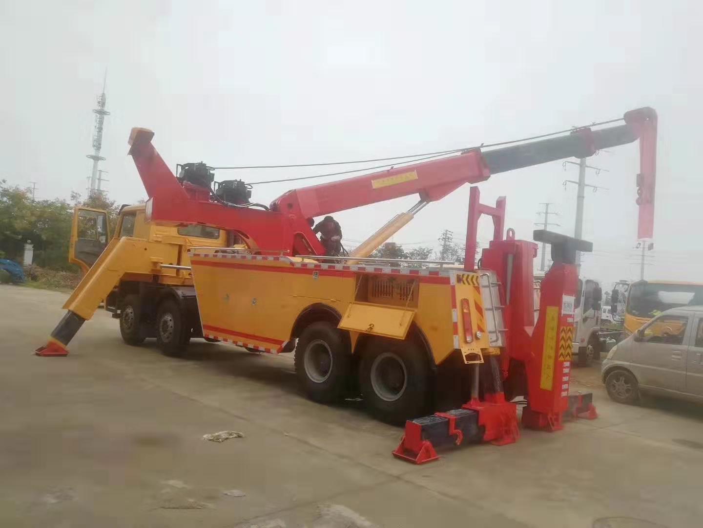 大型清障车360度旋转可吊30吨