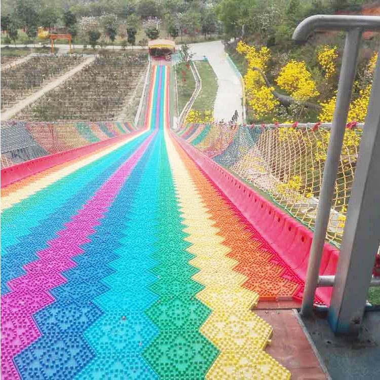 刷爆朋友圈 七彩滑道 彩虹滑道 儿童户外乐园设计