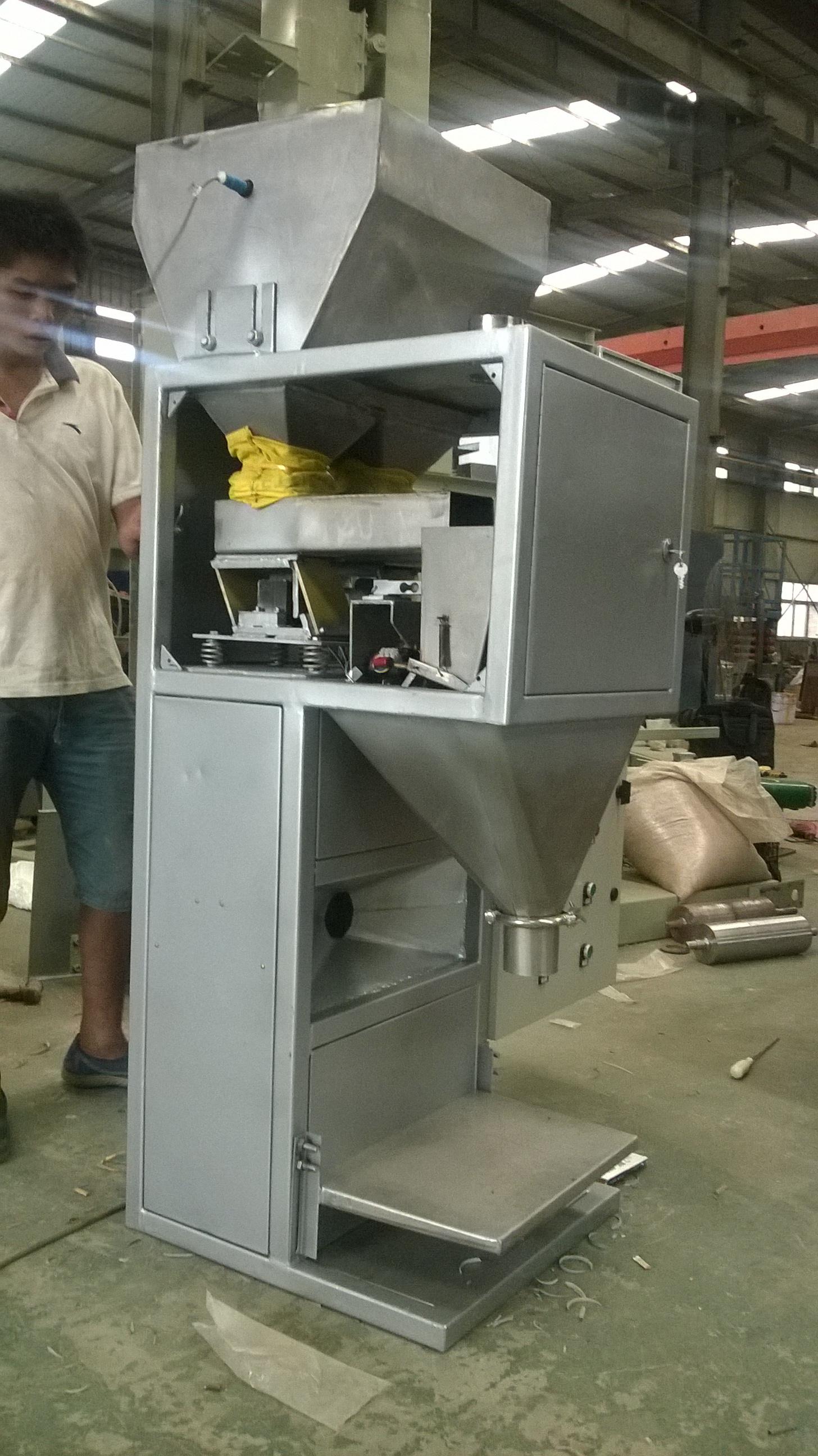 豆粕定量包装秤生产厂家,价格批发(新乡市金宏称重设备有限公司)