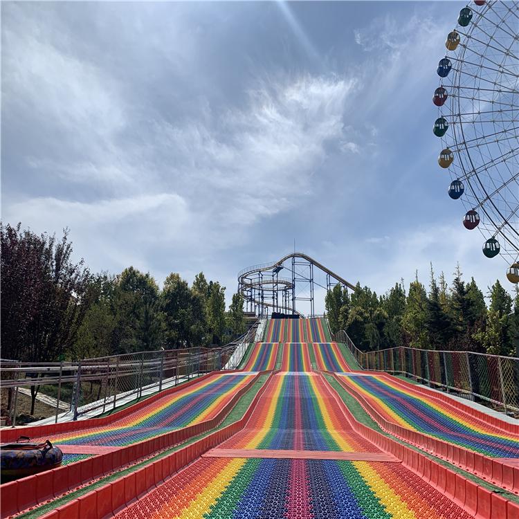 七彩滑梯 四季可玩的彩虹滑道设备 不受季节气温影响彩虹滑道
