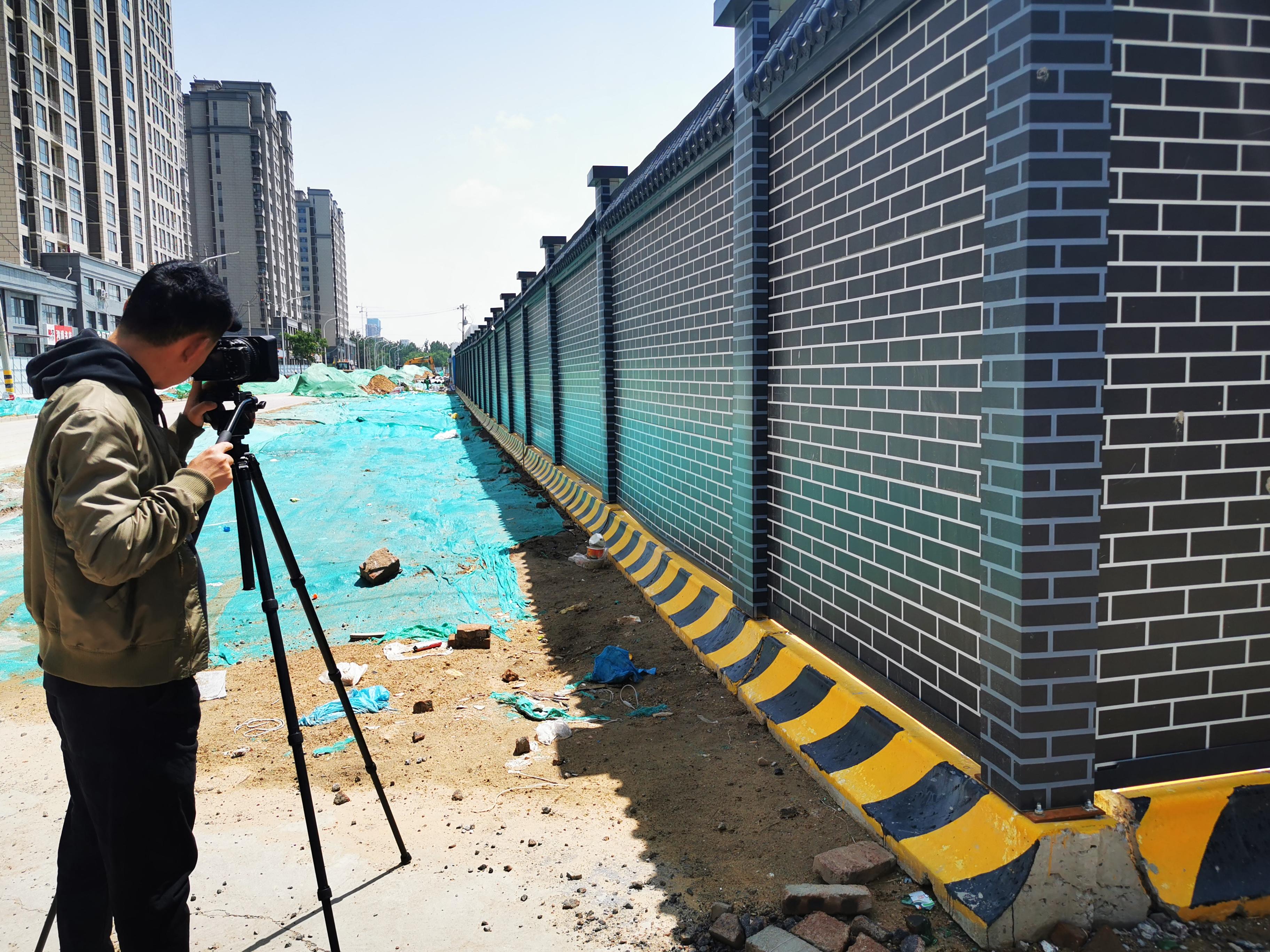装配式围栏价格围栏专家厂家直销简约装配式市政道路工地围挡 单层0.6氟碳板仿古瓦建筑施工隔离栏
